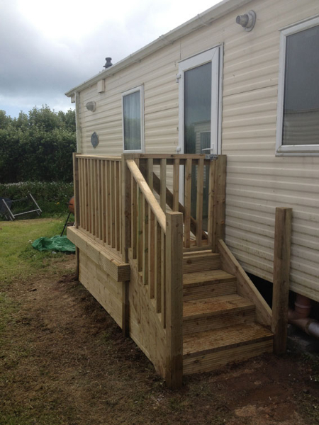 steps and decking area for mobile home
