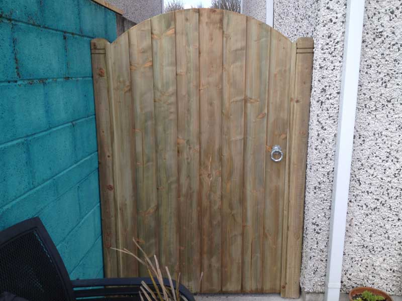 timber side gate installation